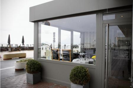 Volledig vernieuwd restaurant met ruim terras op de zeedijk van Knokke-Heist