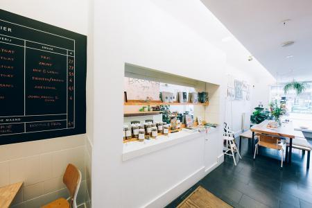 Over te nemen: trendy en compleet ingerichte ontbijt- en lunchzaak met terras
